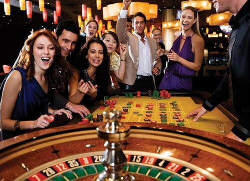 image of people playing roulette american roulette
