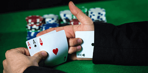casino cheating with card hidden in sleeve